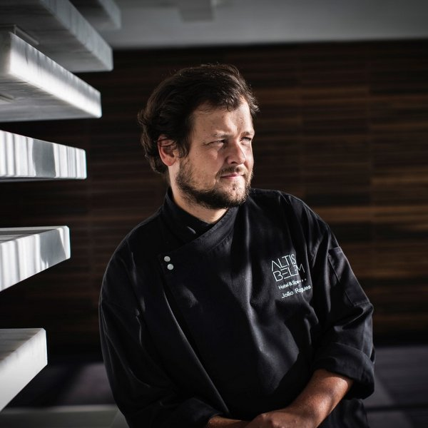 o chef João Rodrigues do restaurante Feitoria,.foto- paulo barata